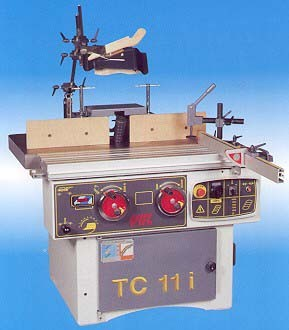 Masina Normala de Frezat cu ax Inclinabil si masa mobila CMC TC11i