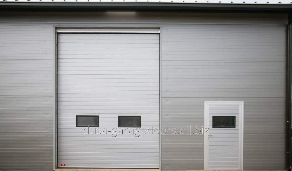 Poarta industriala cu acces