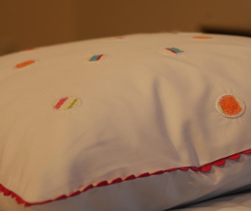 cumpără Lenjerie de pat pentru copii din bumbac 100%, alba cu model multicolor - LNJ-39