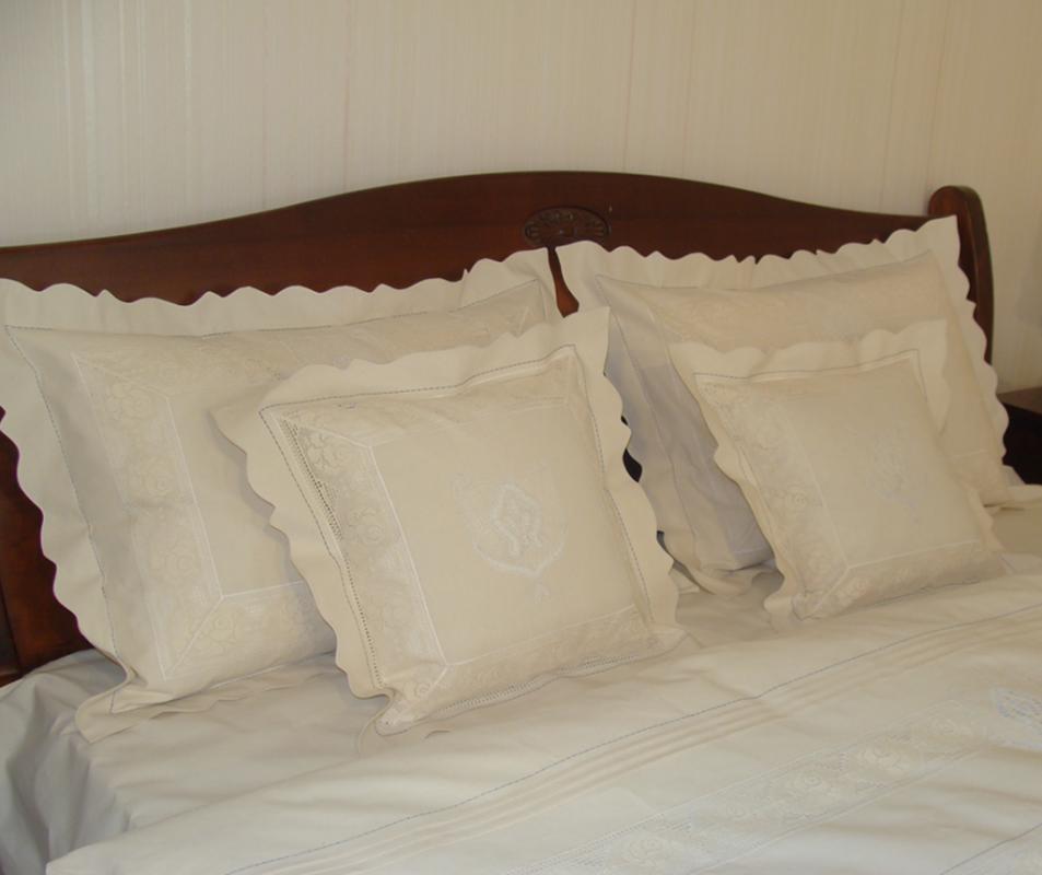 cumpără Lenjerie de pat din bumbac 100%, culoare crem cu broderie, 240x240 cm - LNJ-44