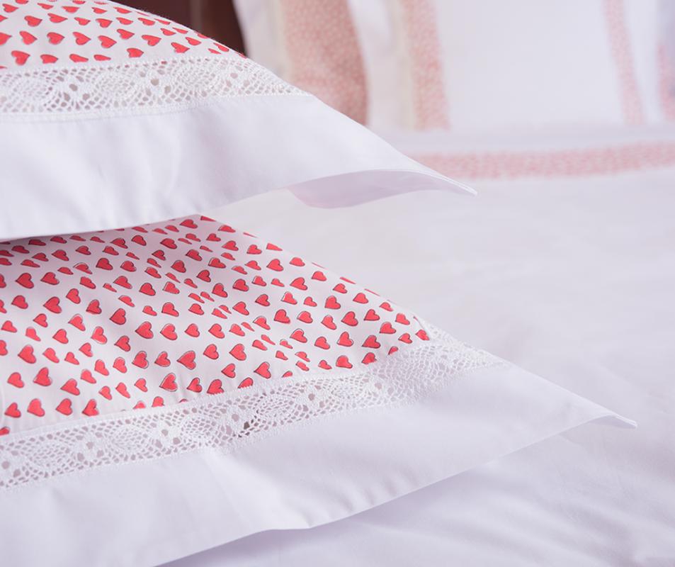 cumpără Lenjerie de pat alba din bumbac 100%, model cu inimi rosii - LNJ-18