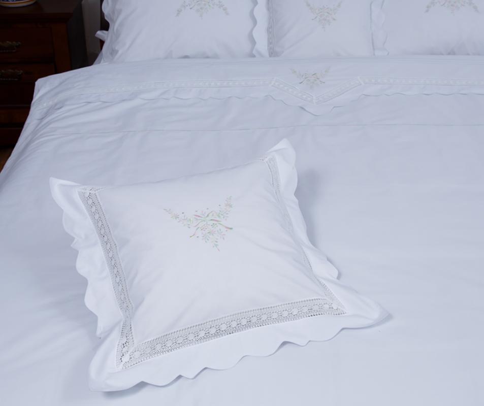 cumpără Lenjerie de pat 6 piese, culoare albă, bumbac 100%, model cu flori brodate și fundițe - LNJ-87