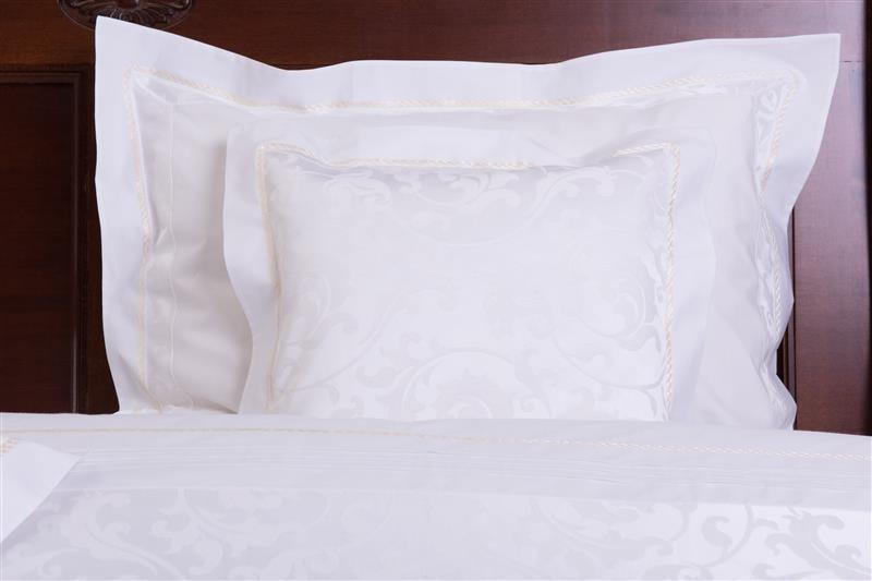 cumpără Lenjerie de pat din bumbac egiptean si damasc, culoare alba, 240x240 cm - LNJ-31