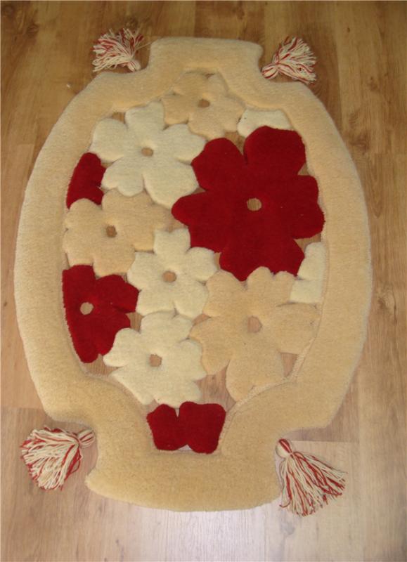 cumpără Covor de lana oval, culoare alb-grena, model cu flori și ciucuri - 76