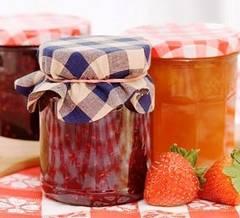 Delicatese conservate din fructe