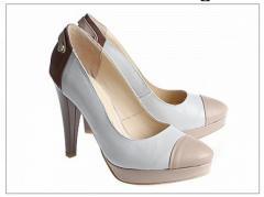 Chaussures sur le haut talon
