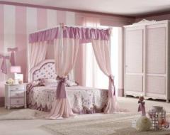 Dormitor clasic pentru copii cu pat cu baldachin