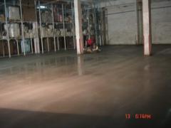 Промышленные бетонные полы отделаны кварц