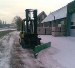 Snow-removal tractors