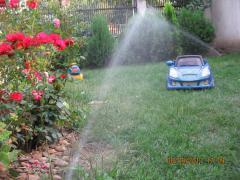 Montam sisteme de irigatii pentru gazon