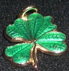 Amuleta trifoi auriu