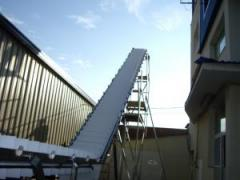 Conveyors with modular tapes