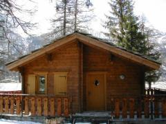 Cabana din lemn masiv