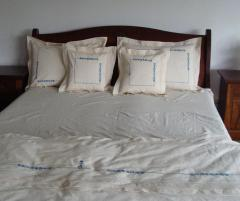 Lenjerie de pat din bumbac 100%, culoare alba cu model rustic, 240x240 cm - LNJ-48