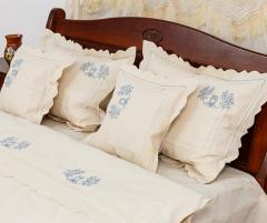 Lenjerie de pat din bumbac 100%, natur cu broderie albastra, 240x240 cm - LNJ-69