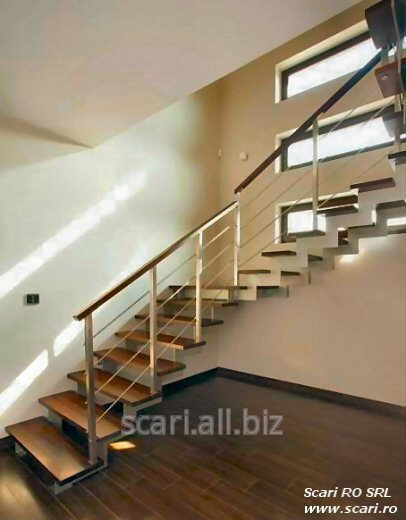scara_model_berlin_cu_structura_metalica_rectangulara