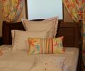 Lenjerie de pat pentru copii din bumbac 100%, alba cu model multicolor - LNJ-39