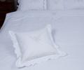 Lenjerie de pat 6 piese, culoare albă, bumbac 100%, model cu flori brodate și fundițe - LNJ-87
