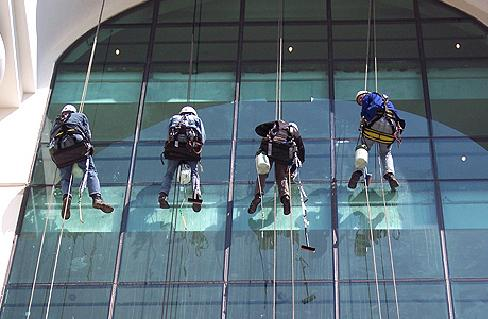 Order Washing of windows and facades of buildings