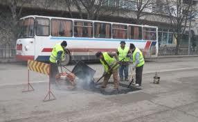 Comanda Repararea fisurilor in suprafete din asfalt si beton