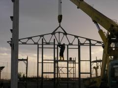 Hale pe structuri metalice