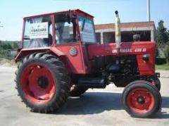 Inchiriere tractor pneuri U 650 + remorcă + cisternă combustibil